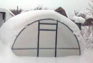 Более плотным панелям не страшны толщи снега зимой.