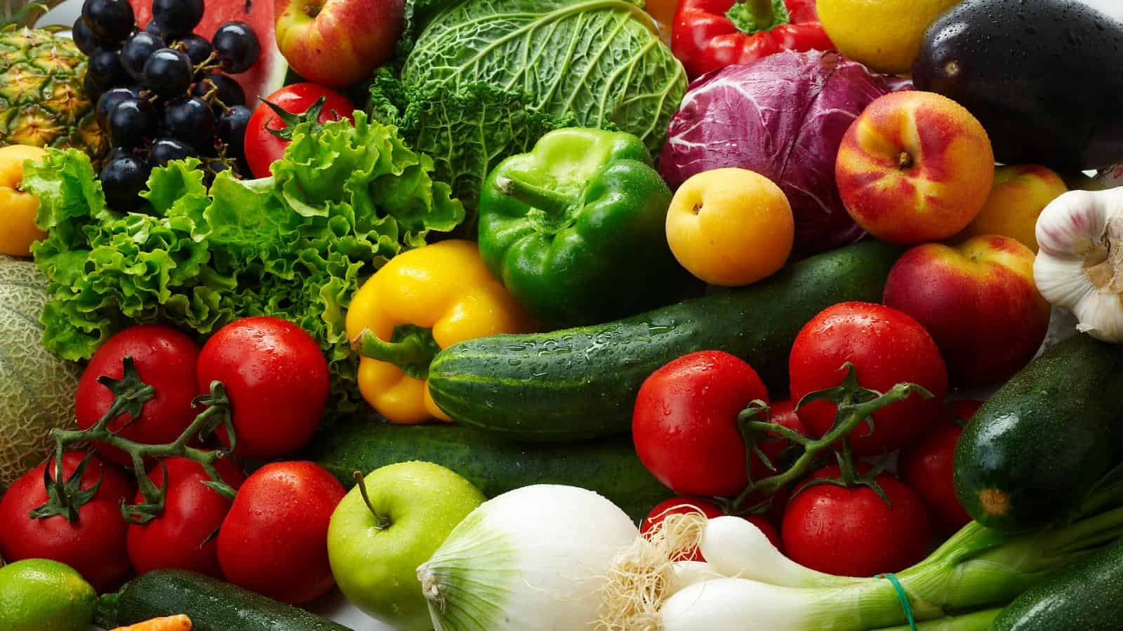 Смешанные посадки овощей на грядке и теплице: схемы, примеры